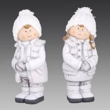 Девочка/Мальчик в белых вязаных шапках и серо-белых жилетах на прогулке, асс. из 2-х, 7х7х18,5 см